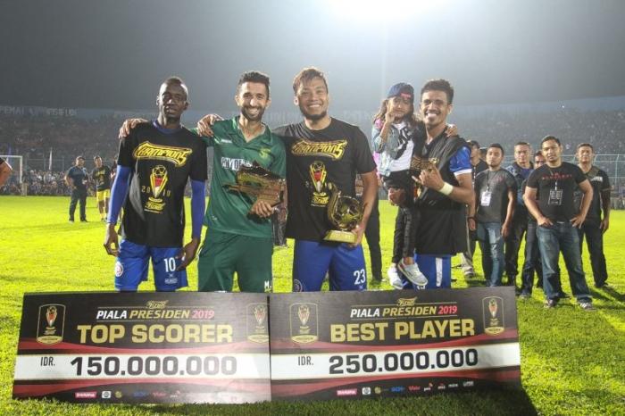 Hamka Hamzah bersama peraih Top Scorer | dokpri