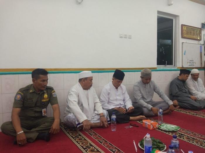 Sekkel Kelurahan TDS Fajar Suherman bersama para Tokoh Agama dan Ulama