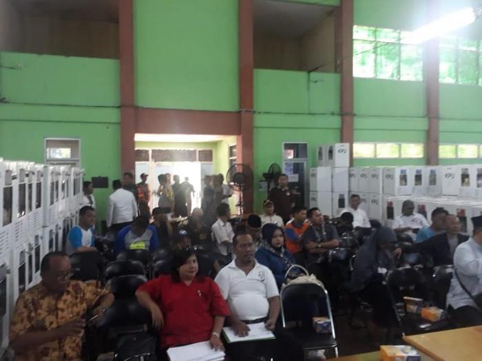 Suasana Rapat Penetapan Hasil Pemilu Tingkat PPK Kecamatan Palmerah