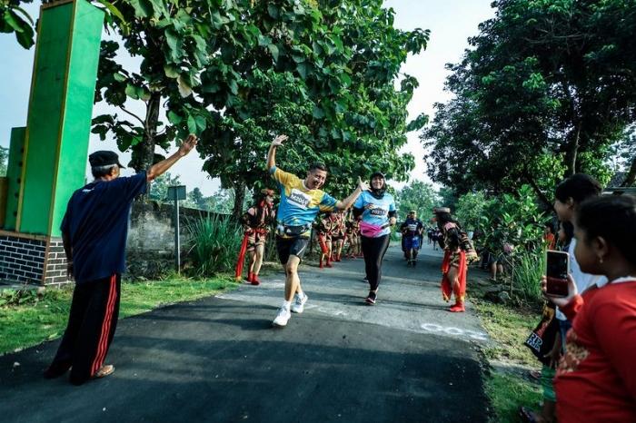antusiasnya warga sepanjang rute lomba menyambut para peserta Mandiri Jogja Marathon (sumber foto: mandirimarathon.com/gallery