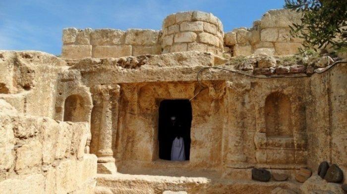 Gua yang diyakini dihuni pada kisah Ashabul Kahfi, di Amman, Yordania. (Achmad/05/04/2019)