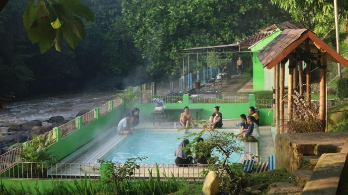 Gambar 1.2Kolam Air Panas Cikundul, Sukabumi