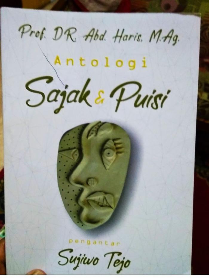 Hadiah buku dari Prof. Haris -dokpri
