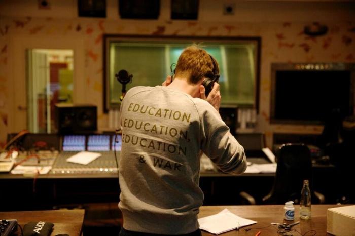 Education, education, education, war/ Fanpage Kaiser Chiefs