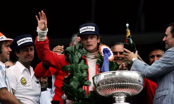 Niki Lauda merayakan kemenangannya di GP Afrika Selatan 1977https://www.formula1.com