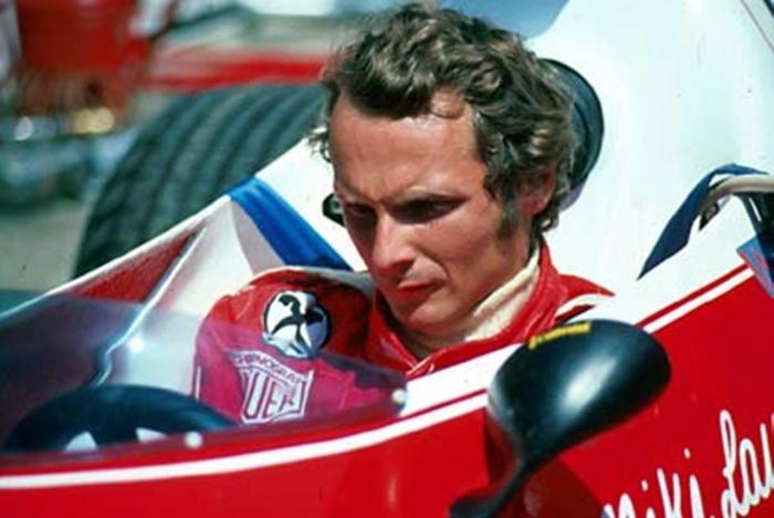 Niki Lauda bersama Ferrari di GP Nurburgring tahun 1975https://www.formula1.com