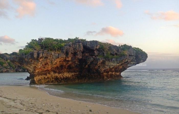 Pantai Lifulada   Dokumentasi pribadi