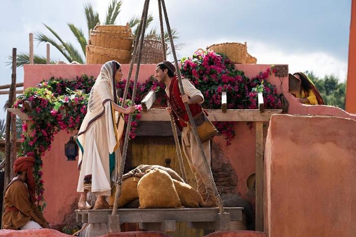 Pertemuan Jasmine dan Aladdin - sumber: Walt Disney