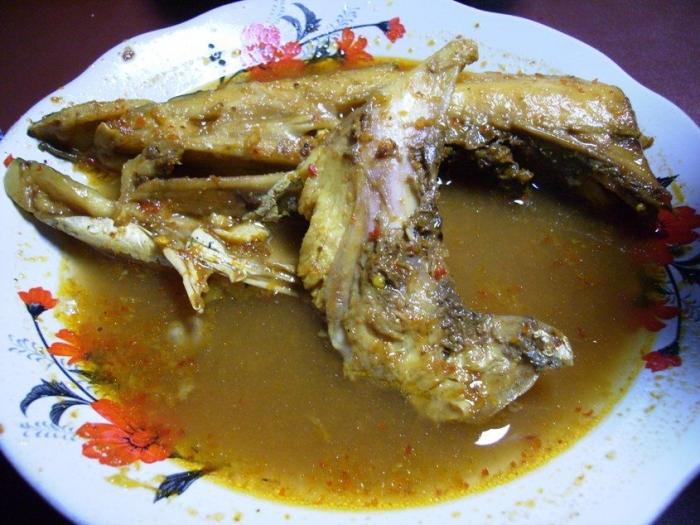 Gulai Kepala Ikan. Picture taken by Safri Ishak, Tebet Barat.