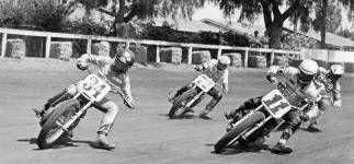 Darryl Hurst berkompetisi di kejuaraan Dirt Track. Schwantz menggunakan nomer sang paman termasuk saat membalap di GP 500 | Foto. www.kevinschwantz.com