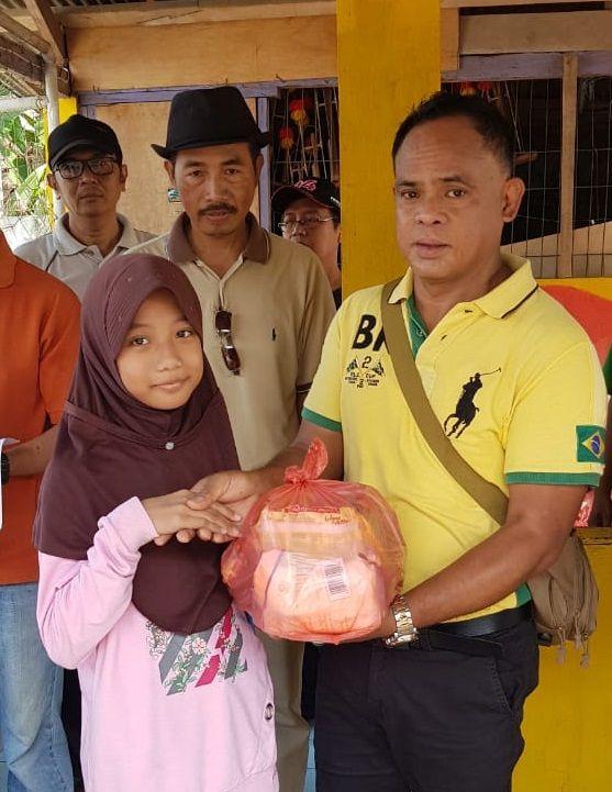 Agus Mulyanto, salah satu donatur acara pembagian paket sembako RW 15 Perumahan Binong Permai Tangerang/Foto: Ist