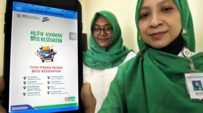 Ilustrasi: Petugas BPJS menunjukkan Aplikasi Mudik BPJS Kesehatan di Lhokseumawe, Aceh, Senin (27/5/2019). (Sumber: kbr.id.ANTARA/Rahmad/ama)