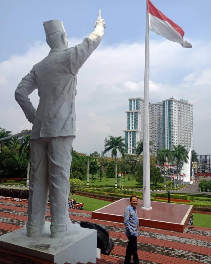 Patung Bung Karno di STPDN / foto Aris Heru Utomo