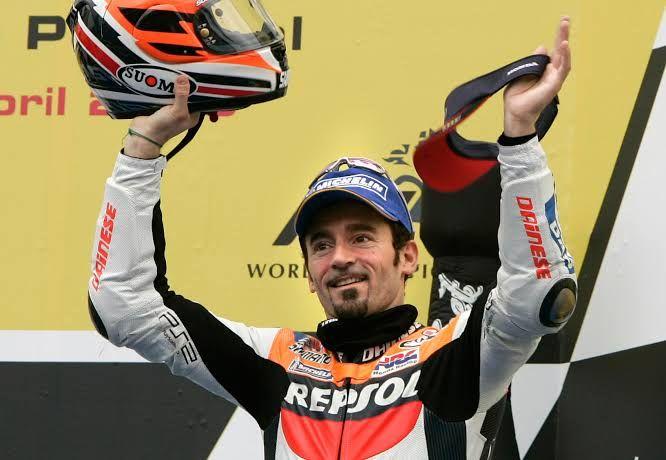 Max Biaggi saat bergabung di tim Repsol Honda | Foto: boxrepsol.com