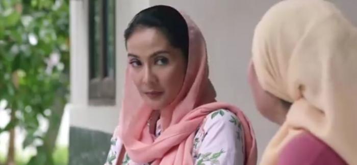 Zaenab digambarkan konservatif dan hanya mengabdi ke keluarga | Dokumentasi: Karnos Film/Falcon Pictures