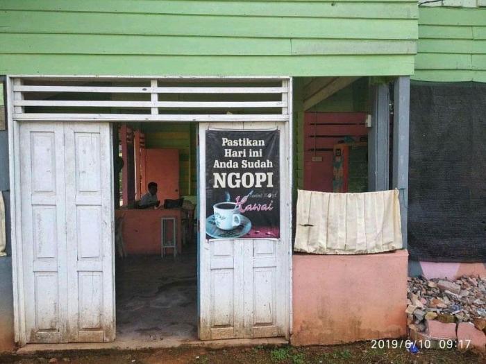 Kedai Kopi Hawai di Jalan Sawa Indah, Kabupaten Lingga.
