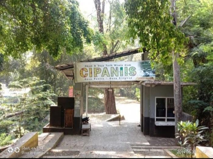 Mata air Cipaniis menawarkan sensasi berenang yang menawan (Dokumentasi pribadi)