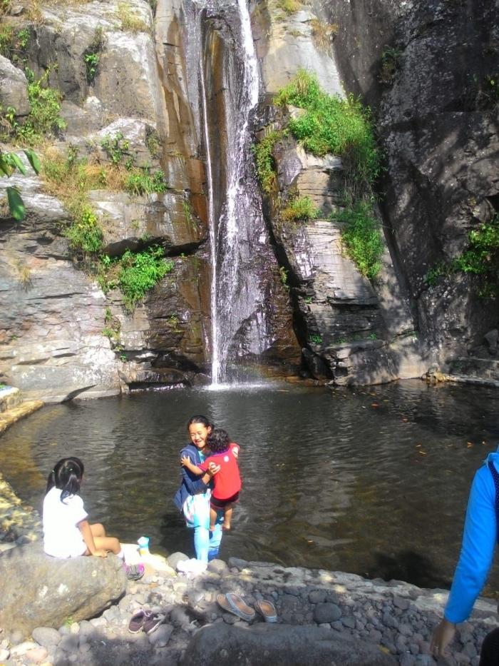 Curug di desa Cibuntu yang bikin betah pengunjung karena keindahannya (Dokumentasi Karmani)