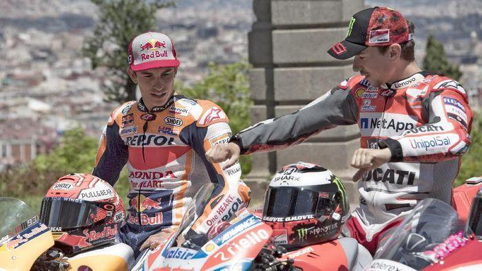 Marc Marquez dan Jorge Lorenzo berinteraksi kala masih di tim yang berbeda. (Federaloil.co.id)