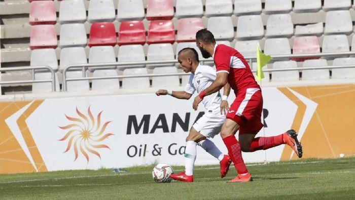 Rico Simanjuntak (putih), tampil sebagai starter saat melawan Yordania/Foto: DetikSport.