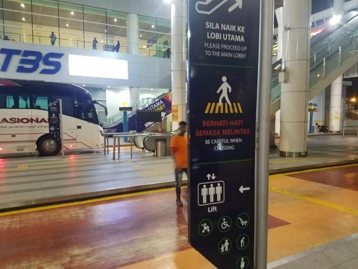 Pejalan kaki nyaman. Bus tertib parkirnya. Foto | Dokpri