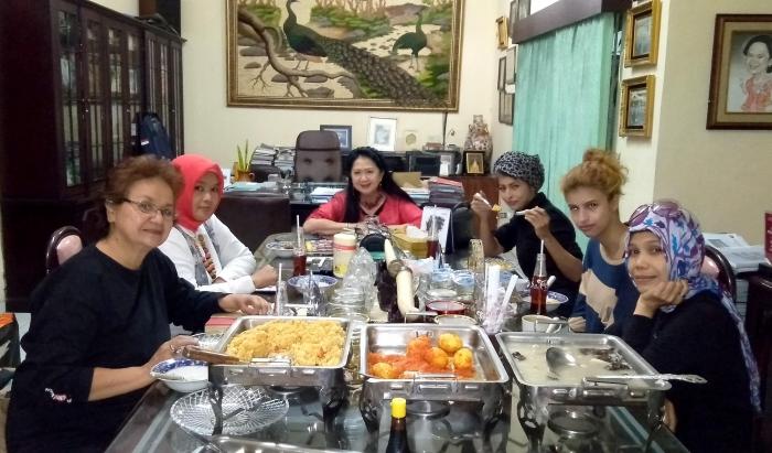 Menerima Delegasi Emak Emak Aktifis - SatGas Perempuan Prabowo. (dokpri).