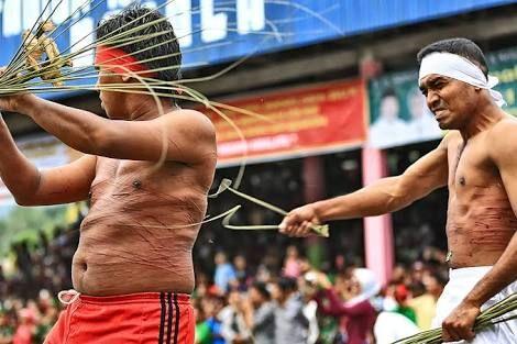 Pukul Menyapu Tradisi Unik di Maluku, Sumber: SinarHarapan.Net