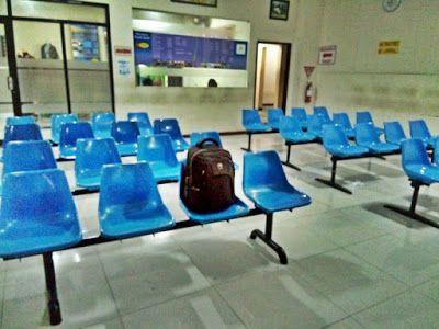 Saya menjadi penumpang satu-satunya bus jurusan Purwokerto-Jogja-Solo-Malang yang menunggu di kantor agen PO tersebut. Sudah terlambat 1 jam dari jadwal yang seharusnya. - Dokpri