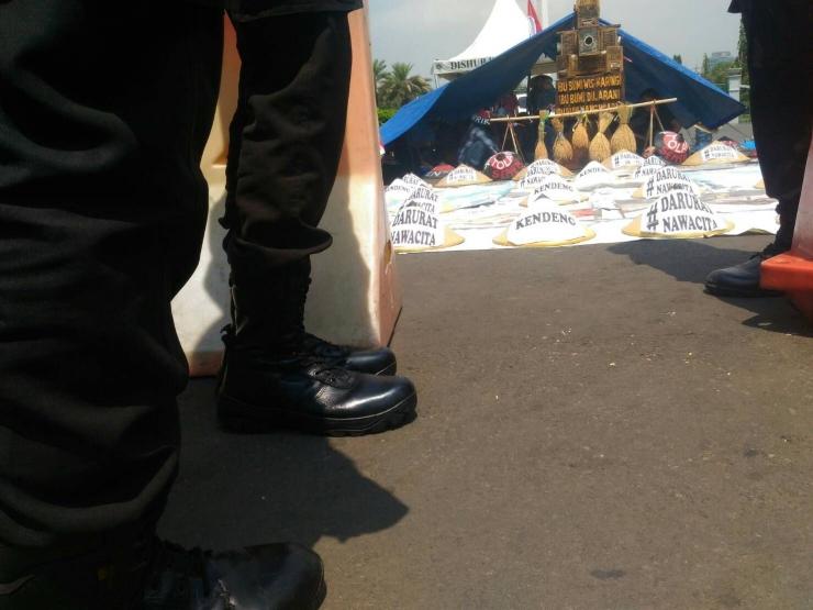 Dokumentasi Penulis aksi kendeng di acara Kamisan Depan istana negara.