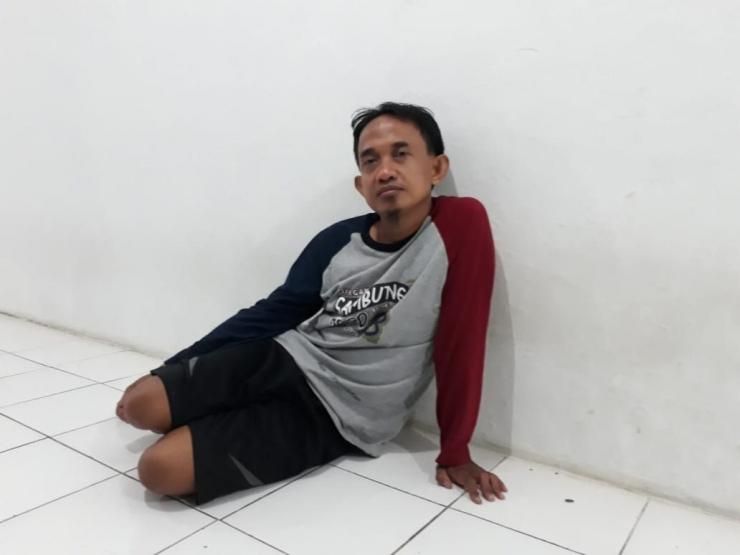 Sumaryanto, penjaga malam di kampung saya, merupakan orang yang jujur. (Foto: Dokumentasi pribadi).