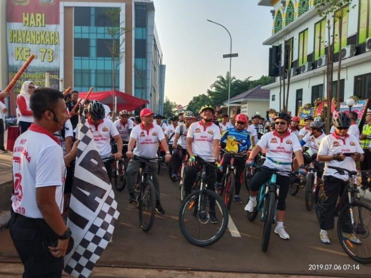 dokpri/Danrem 052/Wijayakrama bersama Forkopimda & Masyarakat start gowes sepeda santai