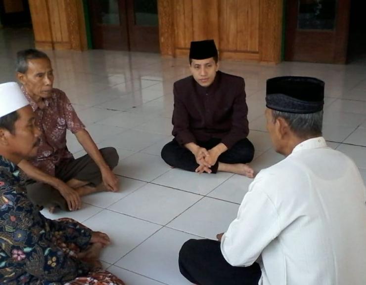 Syaiful Anam Ma'wan, Marbut Masjid At-taqwa mempunyai suara merdu saat mengumandangkan azan. (Foto: Dokumen pribadi).