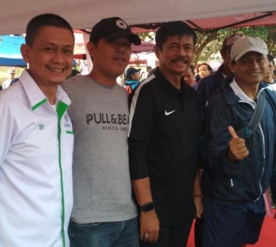 Dari kiri, Bapak Cakra (Askab PSSI Bogor), Supartono (Pengamat Sepak Bola Nasional), Indra Sjafri, dan Dede Supriyadi (Direktur Kompetiai IJSL).