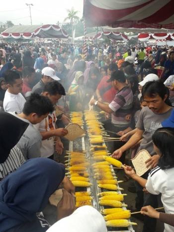 Bakar Jagung Pemcahan Rekor Muri, HUT Kalteng (Sumber: Dokumentasi Pribadi)