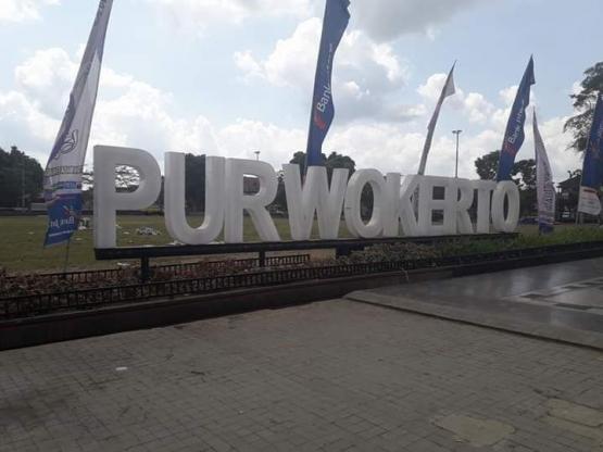 Alun-alun Purwokerto. Photo by Ari