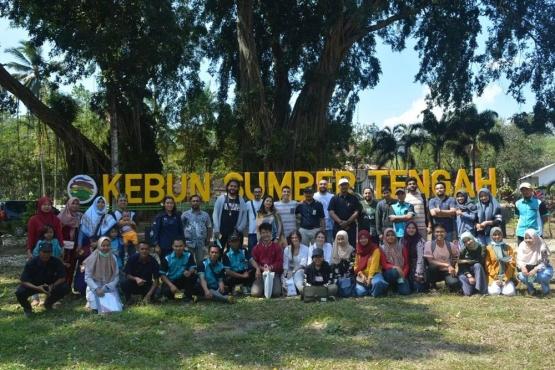 Bersama Rombongan Peserta dan Jajaran Staf PTPN XII Kebun Sumber Tengah (dok. pribadi)