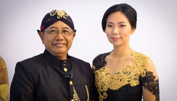 Livi Zheng dan Pak Rijanto (bupati Blitar). | Poskotanews.com
