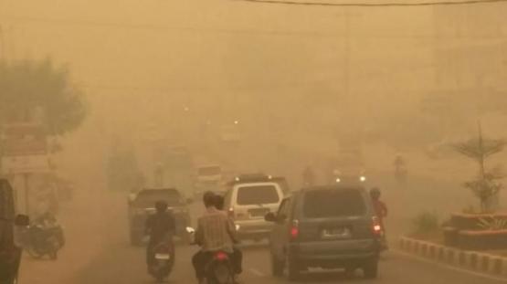 Kabut asap menyelimuti kota Jambi (Foto: jambi.tribunnews.com)