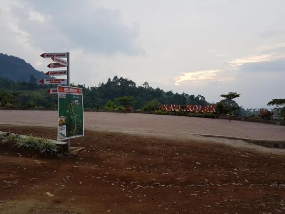 Pelataran tempat parkir di objek wisata Kayu Kolek (dokpri)