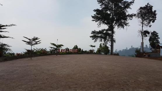 Pelataran panorama Kayu Kolek (dokpri)