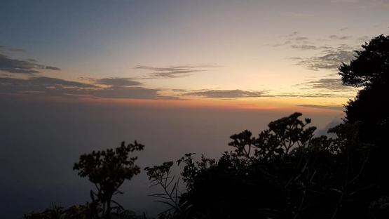 Sunrise di puncak Robung pagi itu (dokpri)