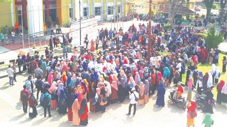 Aksi unjukrasa mahasiswa UIN Imam Bonjol Padang. Aksi itu berlangsung selama tiga hari, Selasa-Kamis (10-12/9/2019). Dokpri.