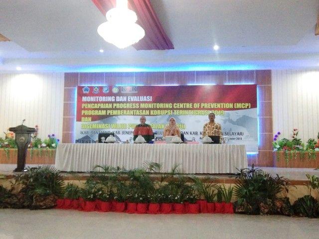 Wabup Bantaeng (kiri) menghadiri kegiatan Monev KPK (03/10/19).
