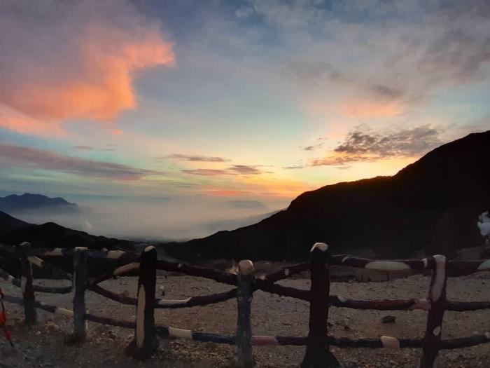 Matahari terbit di Gunung Papandayan (dok. Pribadi)