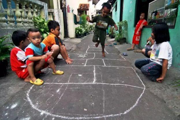 Seru Banget Ini Adalah 3 Permainan Tradisional Untuk Mendidik Si Kecil Kompasiana Com