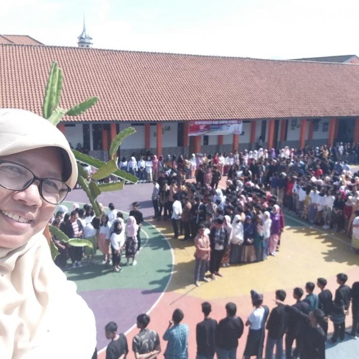 Proses Pembuatan Konfigurasi Kepulauan Nusantara di SMAN 8 Bandung (dokpri)