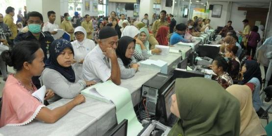 Penumpukan pasien BPJS di RS. Sumber foto: Merdeka.com