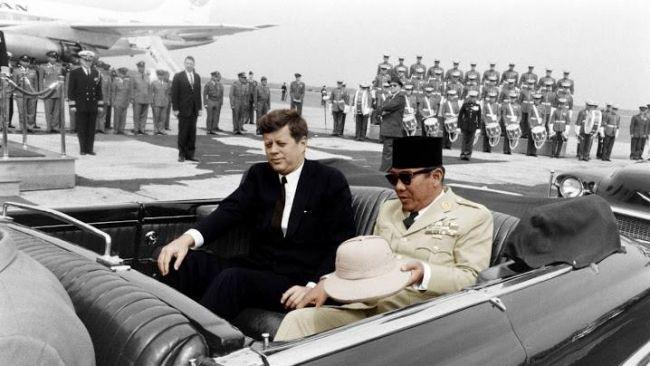 Soekarno dan JF Kennedy (F: jfklibrary.org)
