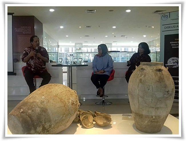Dari kiri Pak Berthold (moderator), Ibu Zainab dan Ibu Yusmaini (Dokpri)