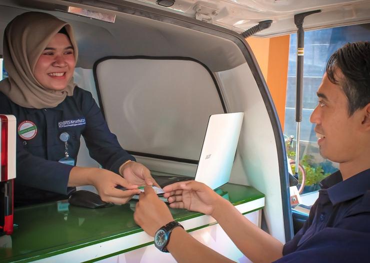 BPJS Kesehatan mengadakan layanan jemput bola berupa mobil keliling kepada peserta JKN/KIS dan masyarakat umum (dok. BPJSKesehatan)